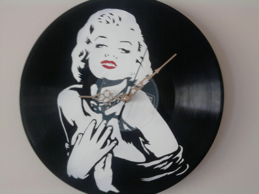 Marilyn Monroe stencil on vinyl clock by vantidus