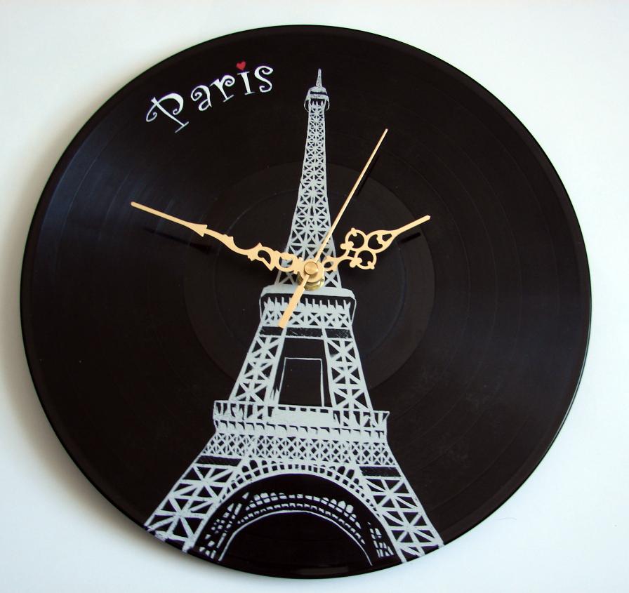 Eiffel Tower on vinyl record clock by vantidus