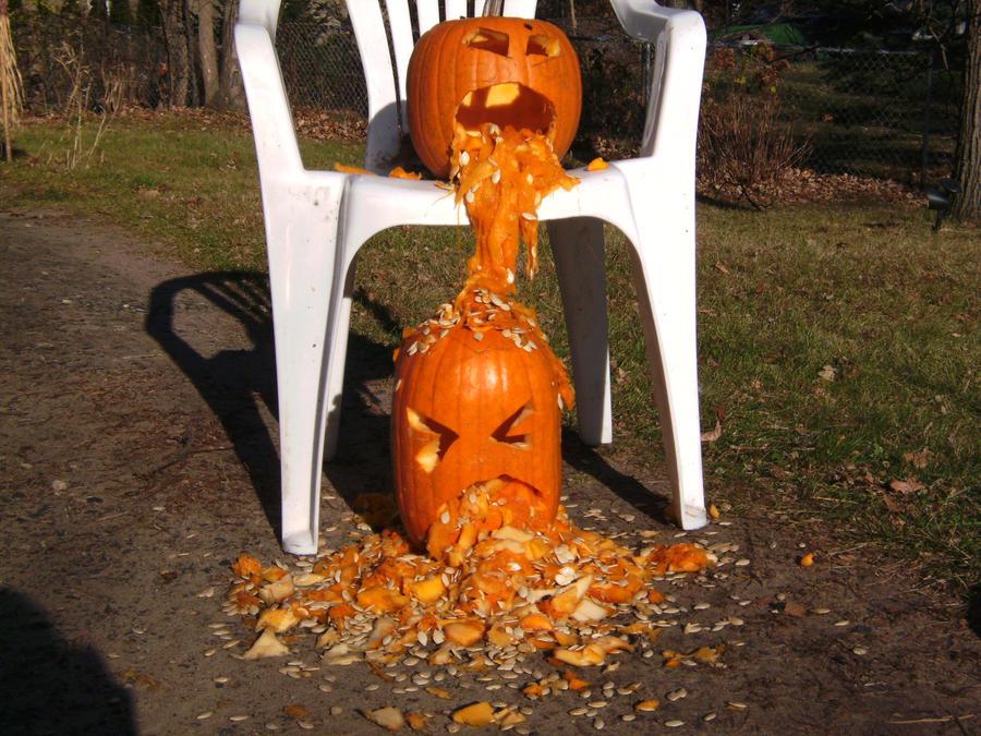 Puking Pumpkin :D..? by FrostycatRAWR