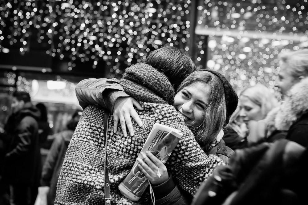 Resultado de imagem para hug christmas