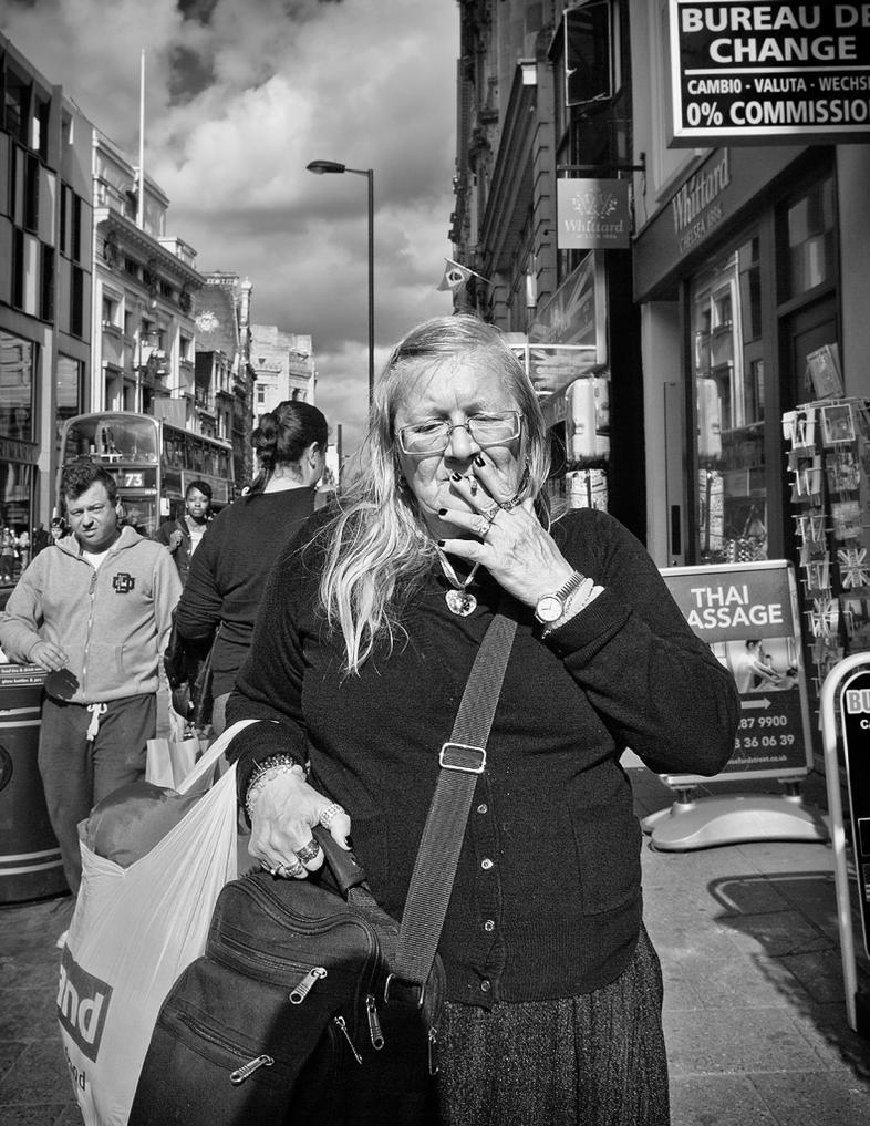 Smoking Lady by sandas04