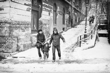 Family in Snow by sandas04
