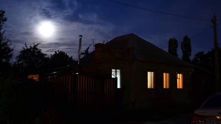 The house is near the school by Rokatinsky