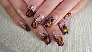 Poisonous spider halloween nail art