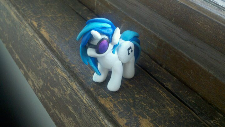 Gallery of Finished Ponies Vinyl_scratch_aka_dj_pon_3_by_eneha-d3hz0nn