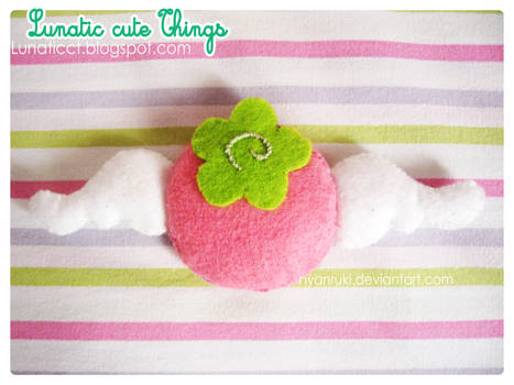 Happy Berry Brooch