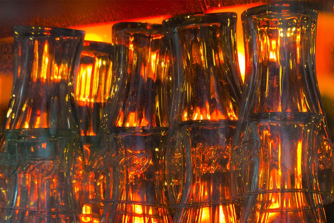 Amber light through glasses by emenaut
