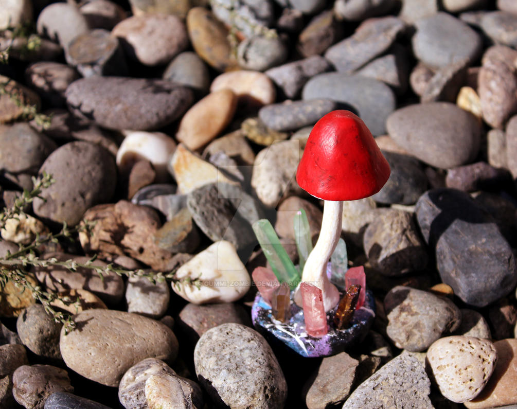 Longstem Mushroom Crystal (Single Red) by Gummi-Zombie