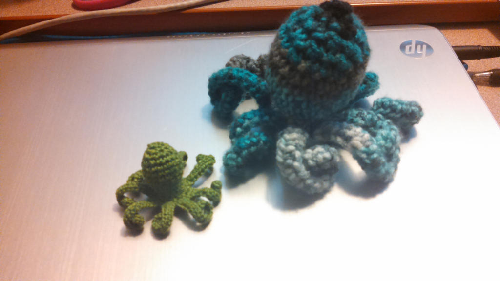 Octupus And Teeny Octopus by crystal4458