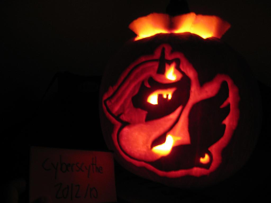 Princess Luna Pumpkin (lit) by Cyberscythe