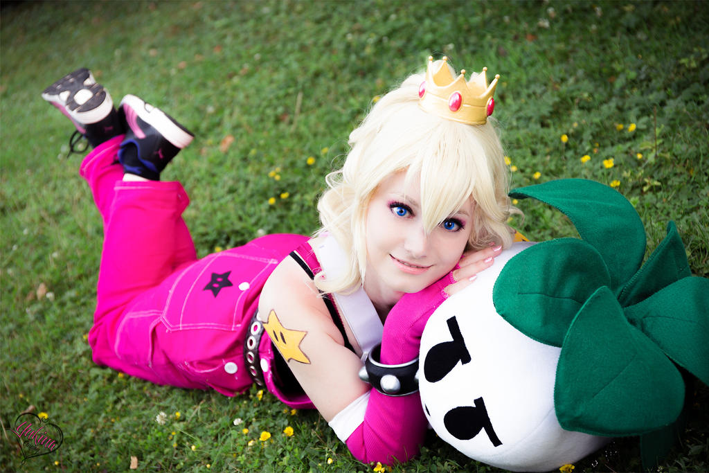 Badass Peachy ~ proud and cute by YukinaCosplay
