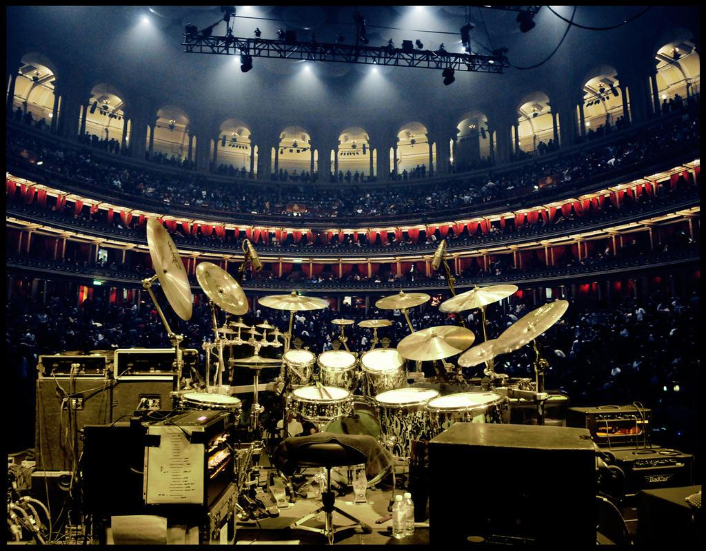 Behind the drums / Gavin Harrison's drumkit