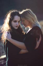 Portrait of Maeva and Lisa