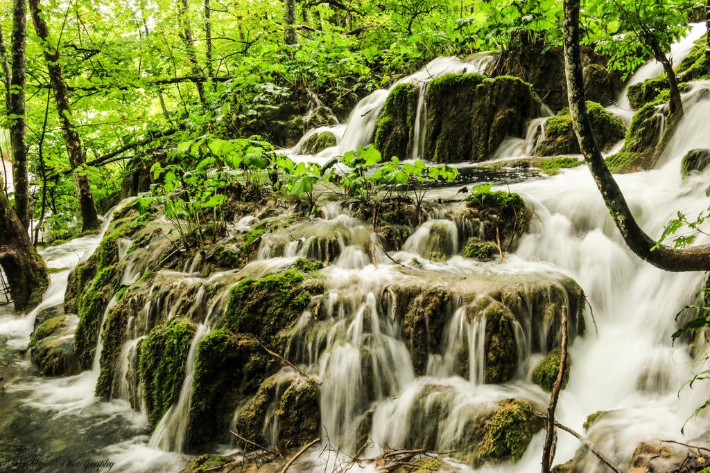 Plitvice waterfall by mydarkeyes