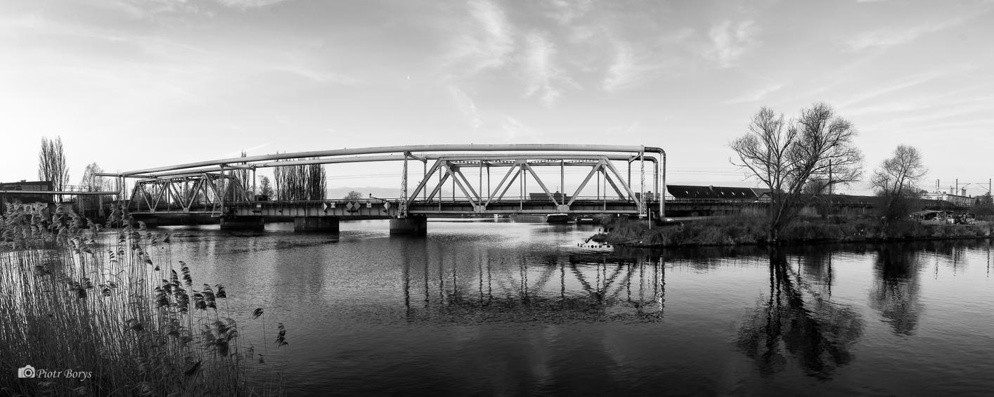 Railway bridge by utak3r