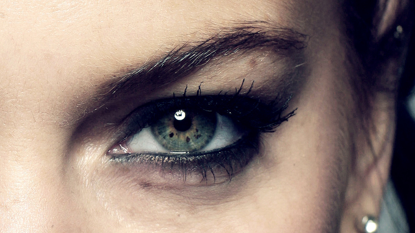 Lindsay Lohan Eye Wallpaper by lionarea86 on DeviantArt