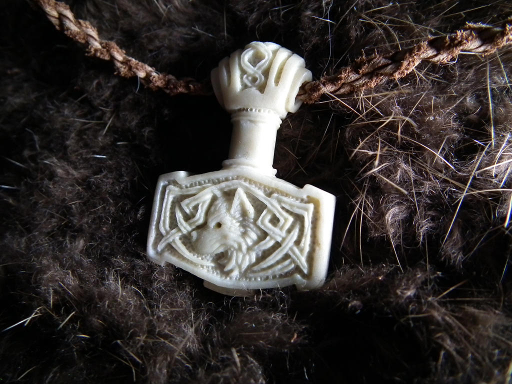 Mjolnir pendant by SimonSaysBaka