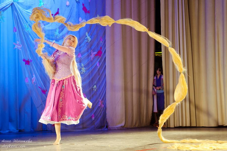 Rapunzel cosplay action by Usagi-Tsukino-krv