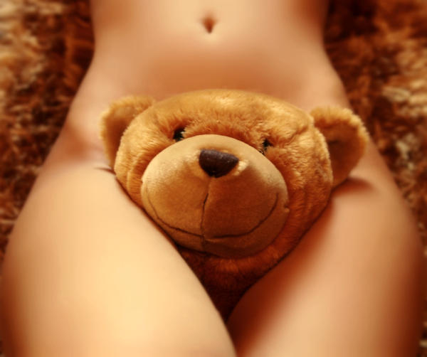 naked-women-with-teddy-bear