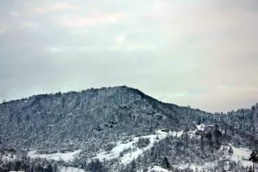 Misty Mountain by Helenas-sweetheart