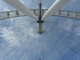 A different view of London Eye by DororoBibi