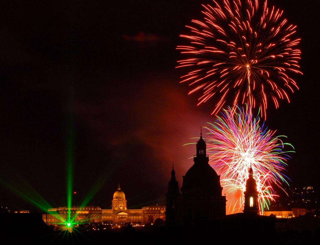 Firework by gaborvadasz