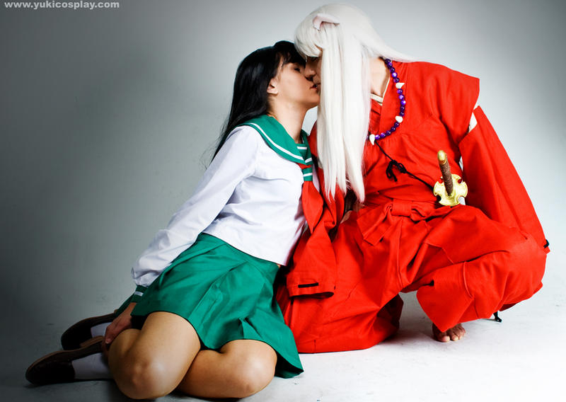 http://fc00.deviantart.com/fs32/i/2008/230/7/c/InuYasha__Kiss_me_by_Yukilefay.jpg