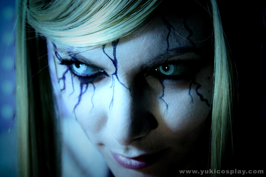 http://fc07.deviantart.net/fs71/i/2010/181/e/c/Metroid_Cosplay___Dark_Samus_by_Yukilefay.jpg