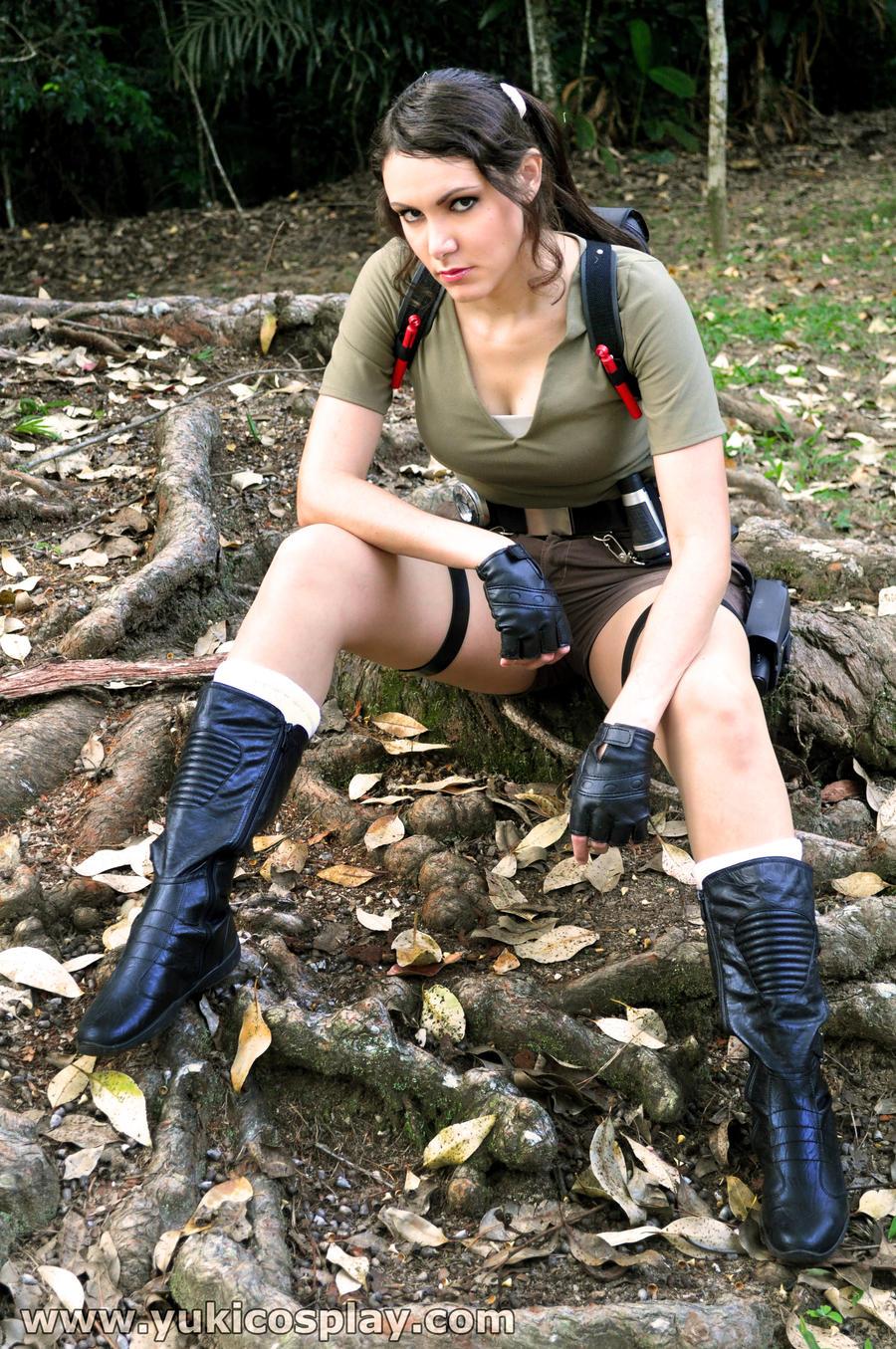 Lara Croft Tomb Raider Cosplay by Yukilefay