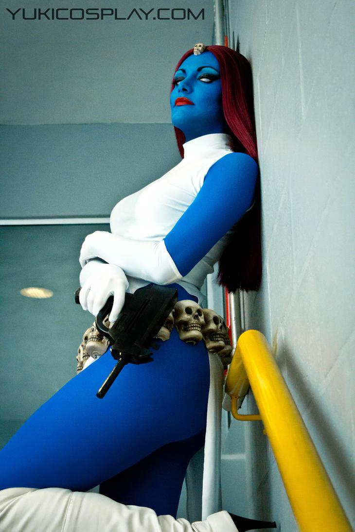 Mystique Cosplay by Yukilefay