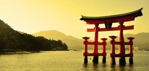 Itsukushima Shrine by hiromyhero