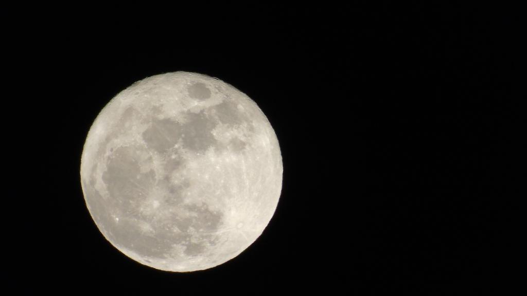 Moon I by Ernesto1971