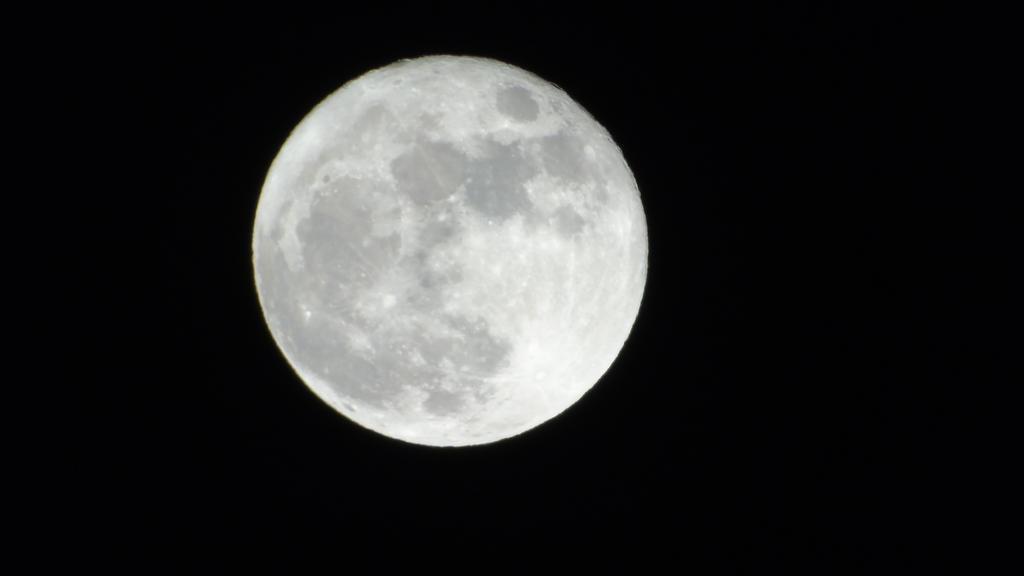 Moon II by Ernesto1971