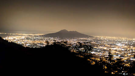 Vesuvio by Night by MarcoFiorilli