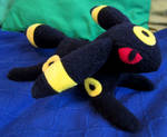 Umbreon Plushie by Niicchan
