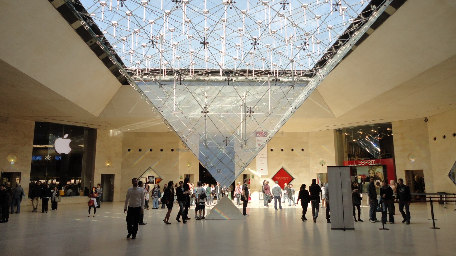 Inverse pyramid louvre museum by hassansagheer on deviantart for Le louvre interieur