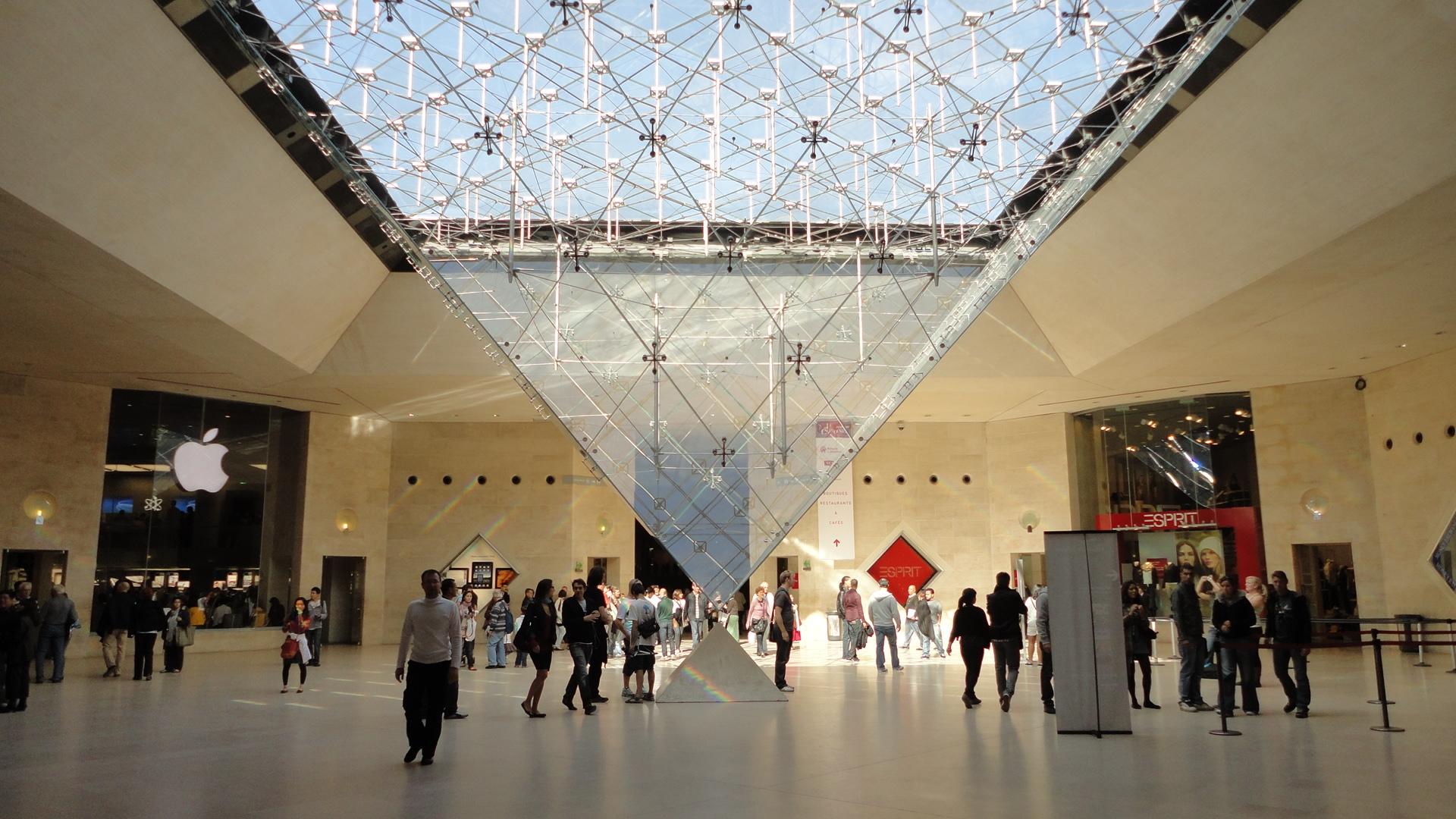 Inverse Pyramid, Louvre Museum