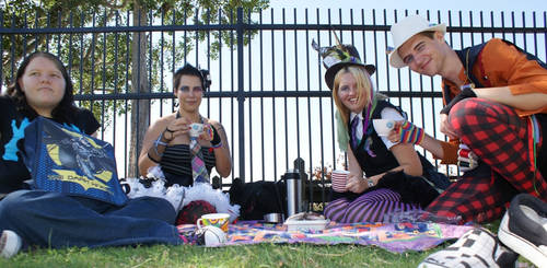 Tea PArty group by Lantherien