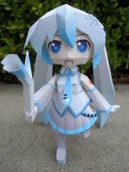 Snow Miku Papercraft by LiLMoon