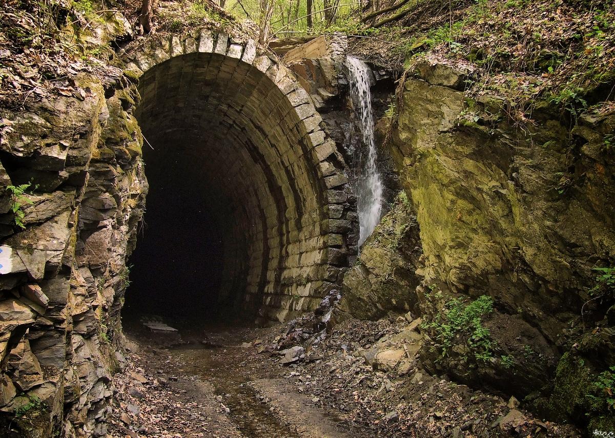 railway tunnel by Haszczu