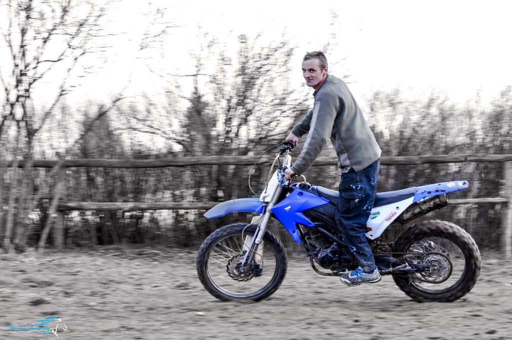 Motorbike by Desirestar