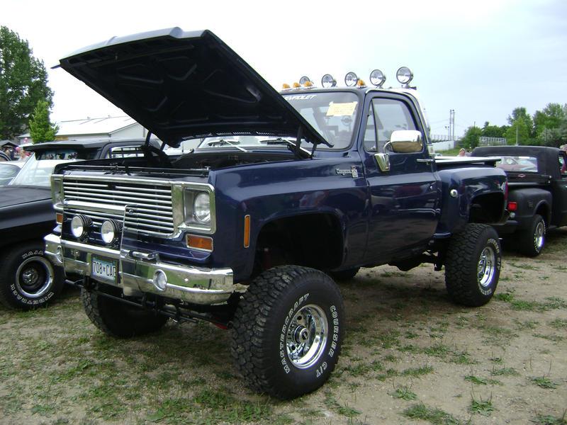 Jacked Up Chevy Trucks >> Imagespace Chevrolet Trucks Jacked Up Gmispace Com