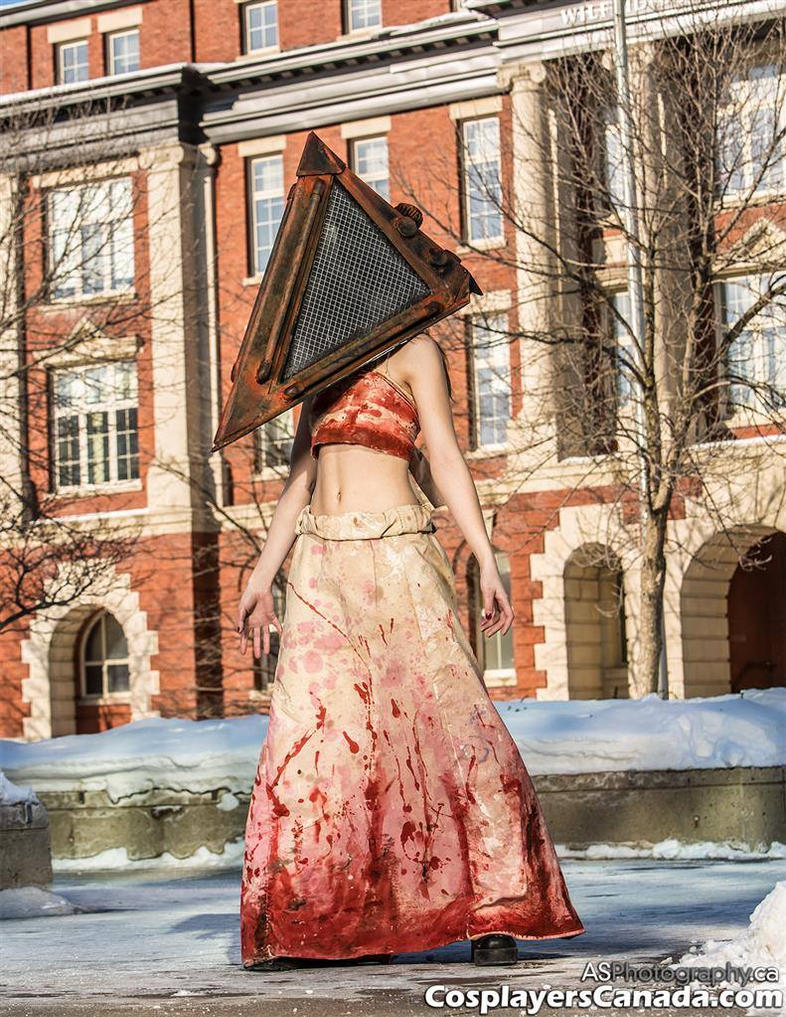 Pyramid Head by arienettee
