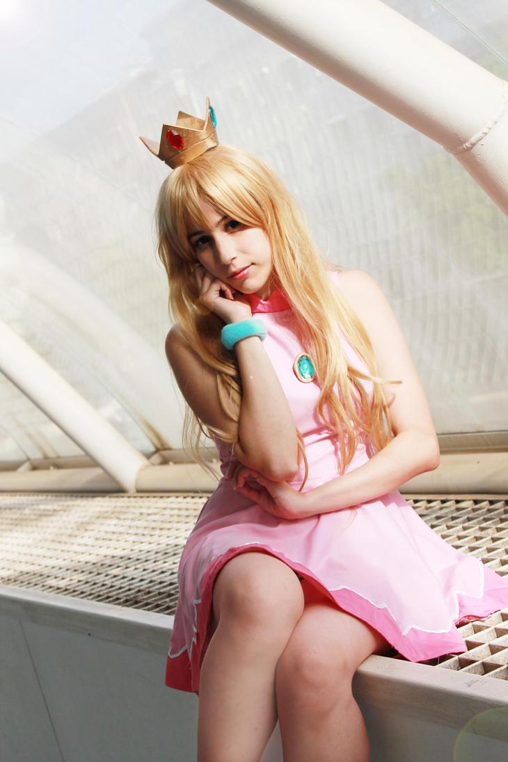 Princess Peach by CatiaLuna