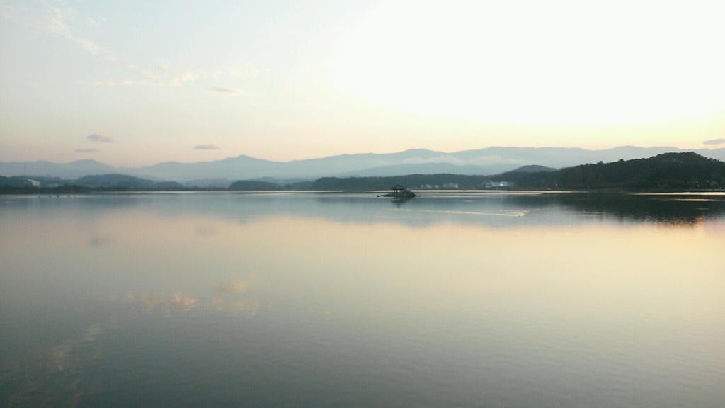Foggy Gyeongpo Lake by komi114
