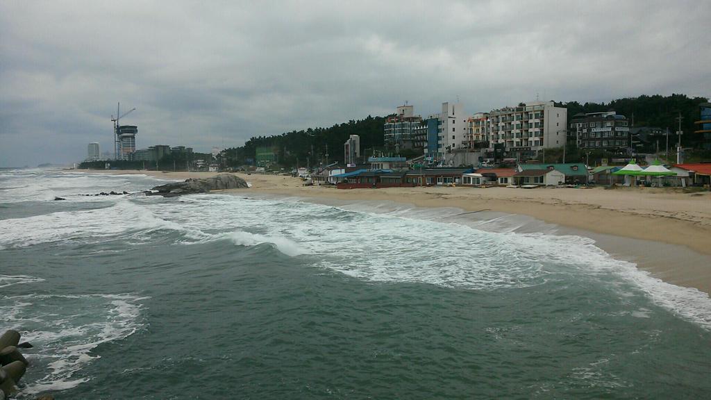 Sageunjin Beach in Gyeongpo by komi114