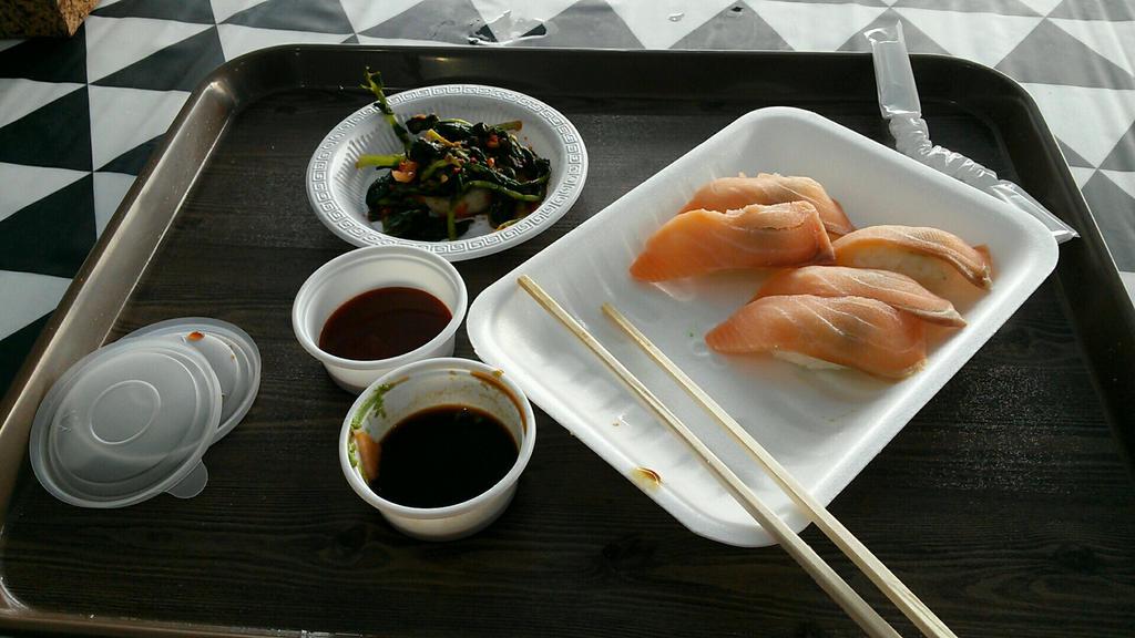 Salmon Sushi by komi114