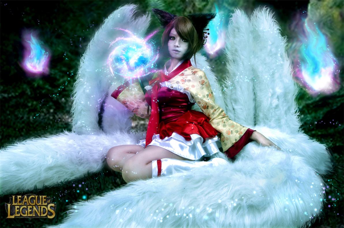 Votre reve de cosplay! - Page 7 Oriental_ahri___the_nine_tails_demon_by_adellexe-d59ej89