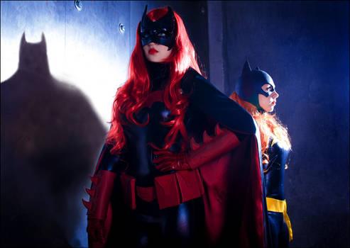 Batwoman and Batgirl cosplay - Shadows