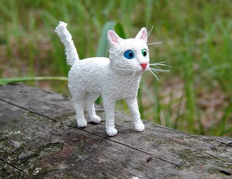 White little kitten Figurine